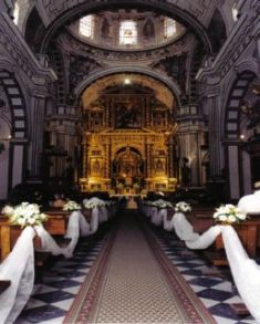 Iglesia con flores