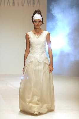 Vestido de novia Devota & Lomba