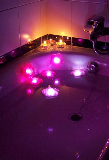 Baño General En Tina:es regalarle unas velas de flores para darse un buen baño de tina