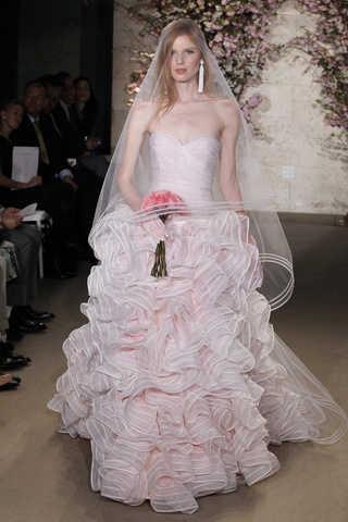 d4ec03fbb Colección 2012 de vestidos de novia de Oscar de la Renta