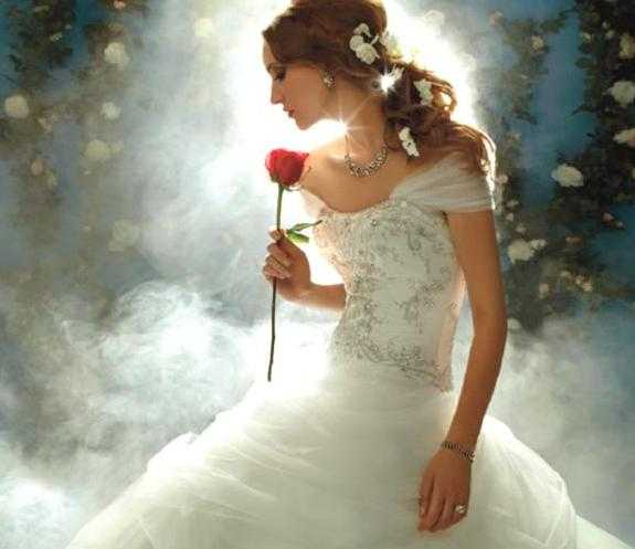 http://img.webdelanovia.com.s3.amazonaws.com/wp-content/uploads/2011/11/vestido-de-novia-disney-4.jpg