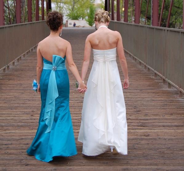 El vestido de la dama de honor y el de la novia suelen ser de colores muy diferentes para no opacar a la protagonista de la ceremonia