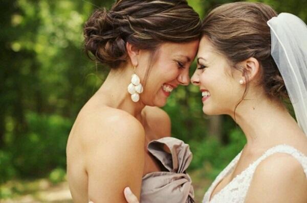 Acompaña a tu mejor amiga en un momento especial en su vida con estos cinco sencillos consejos