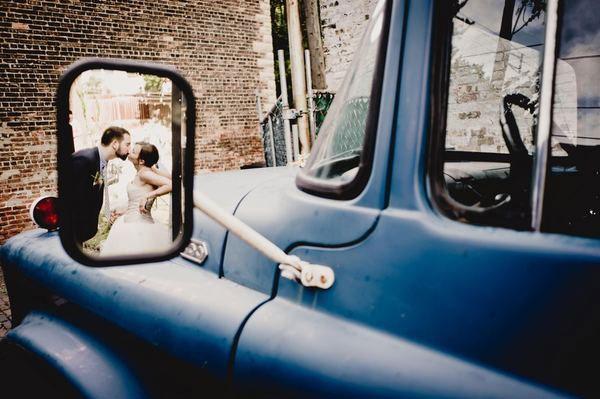 Aprovechen todos los elementos que tengan disponibles para sus fotografías fuera de lo común, como los espejos retrovisores
