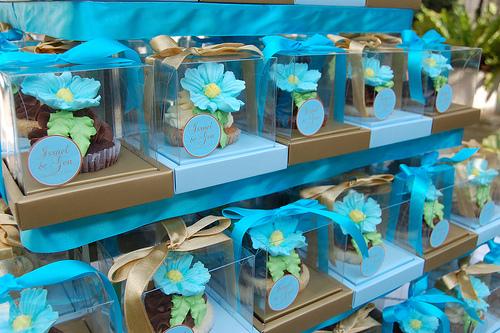 Los cupcakes son ideas súper versátiles ya que puedes decorarlos según los colores o el tema de tu boda